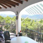 Ruim balkon, met uitzicht over de vallei