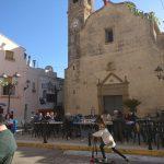 Alcalali - Fiesta al frente de la iglesia